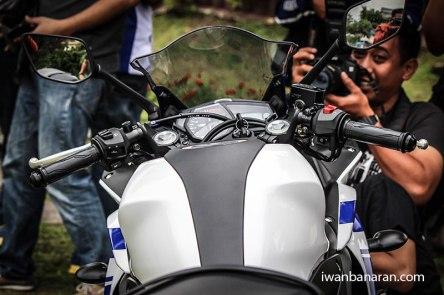 Yamaha-YZF-R25-photos-040