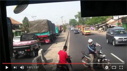 Biker hadang bus3