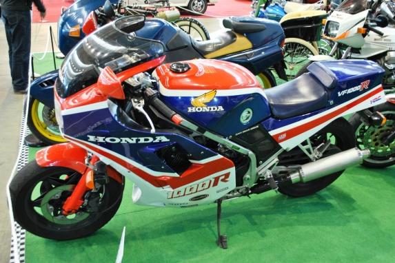 V_Retro_Auto&Moto_Galicia,_Honda_VF_1000_RF,_1984.JPG