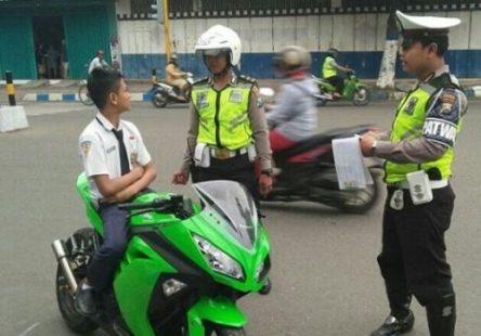 siswa-naik-motor-ninja-ditilang-500x350